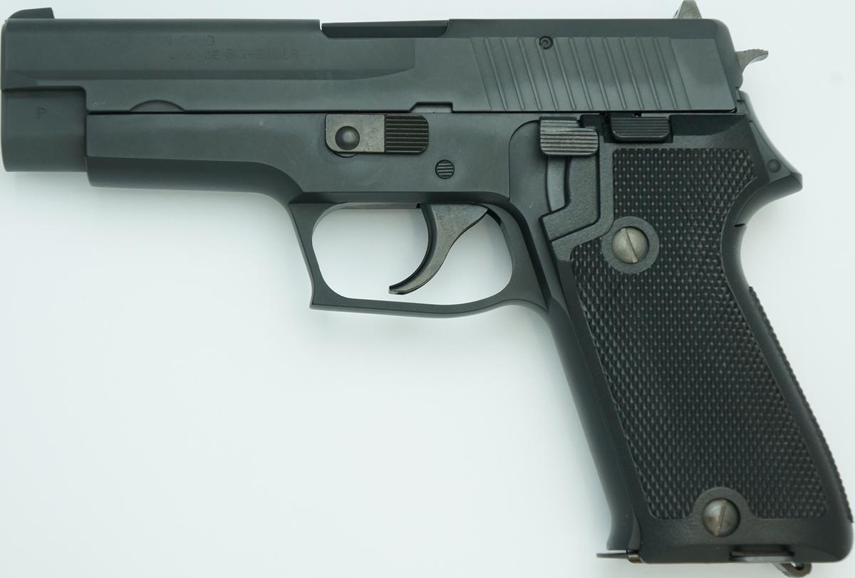 SIG P220 IC 陸上自衛隊